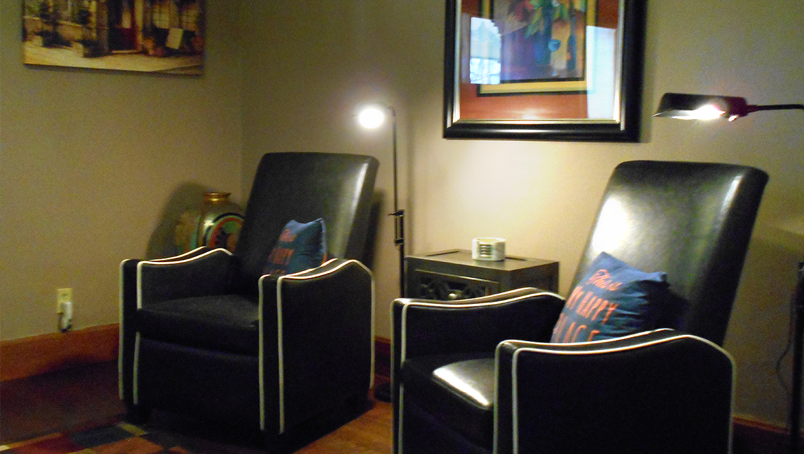 Sitting area in the Eureka Springs Bed and Breakfast suite, Summit Suite